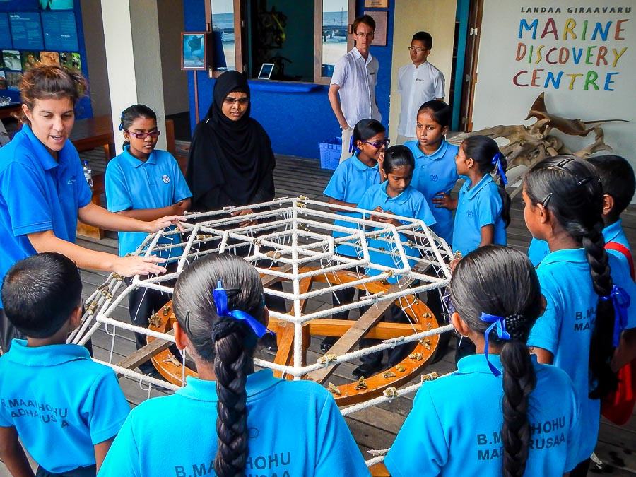 Maalhos School visit - making a Reefscapers large coral frame