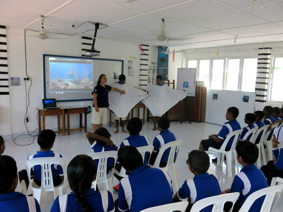 Bodu Huraa - school visit - 2