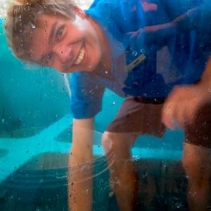 mark-eco-volunteer-maldives-turtle-pool-cleaning-1 (Mark's Marine Biology Blog)