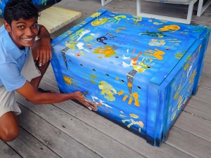Maldives Flying Turtles – transport boxes (Our Flying Turtles : From Maldives to Europe)