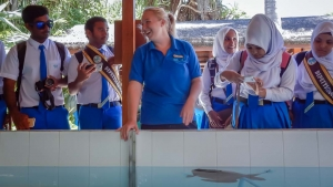 Kurendhoo School visit to Marine Savers Maldives (Marine Discovery Centre News)