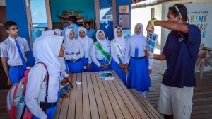 Kurendhoo School visit to Marine Savers Maldives (Marine Discovery Centre News)