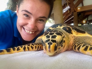Hannah Internship – rescue turtle Villingili – Marine Savers Maldives (Head Start With Hannah)
