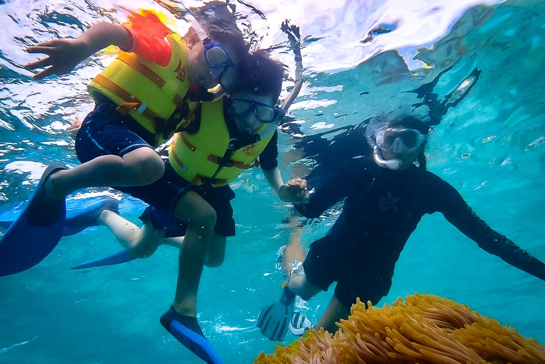 Junior Marine Savers snorkelling Maldives [KH 2018.05]