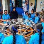 Maalhos School - making a coral frame