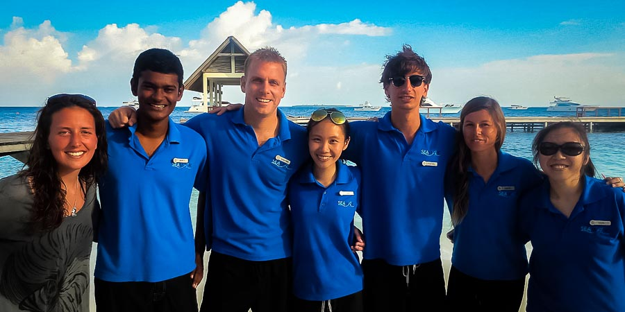 Group photo - Landaa beach [Seamarc Maldives Volunteers]