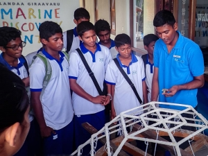 Kamadhoo School visits Marine Savers - making a Reefscapers coral frame