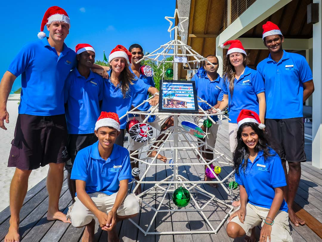 Reefscapers Xmas Tree Frame - group pose