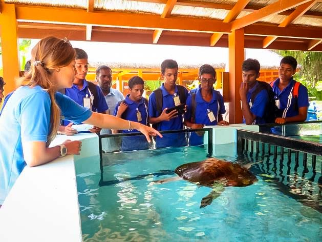 Marine Savers Maldives - Ungoofaaru school visit
