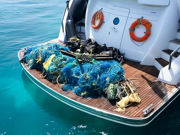 Turtle rescue - Denise ghost net