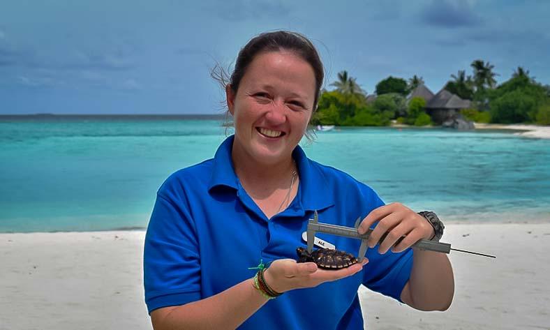 Turtle Biologist Ale portrait Marine Savers Maldives [FSMLG]